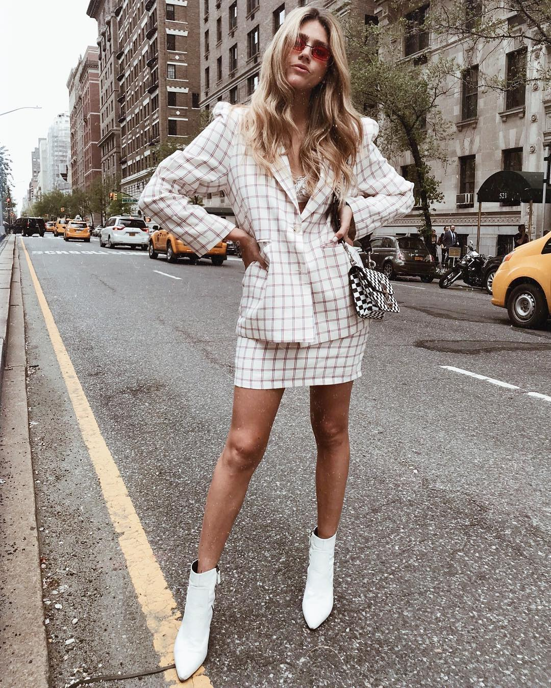 WHITE BOOTIES: A MUST HAVE BASIC